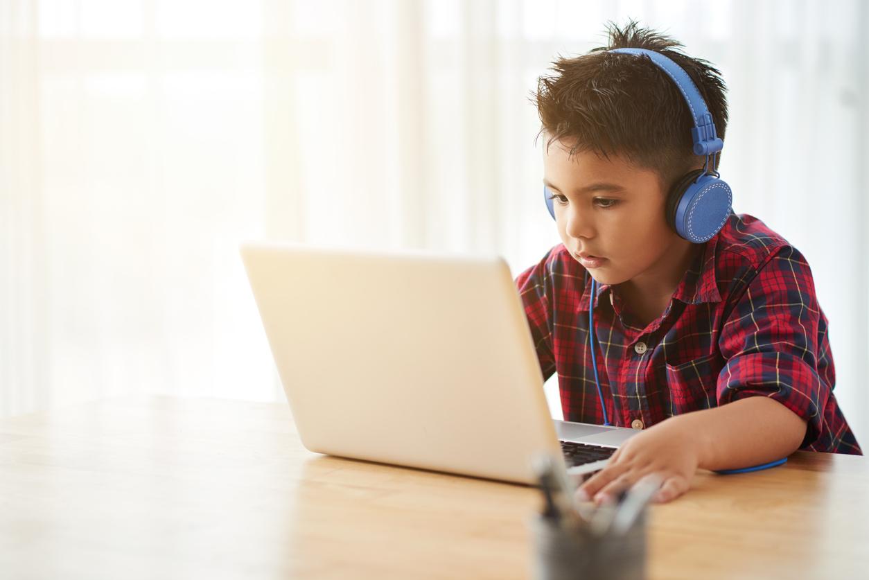los niños quieren trabajar con ordenadores