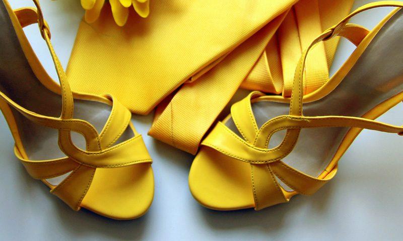 tacones corbata empresa obligacion vestimenta canon