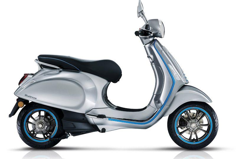 La movilidad eléctrica ha alcanzado a la mítica Vespa, cuya primera versión sin motor de combustión ha empezado a venderse este mismo mes, coincidiendo con el salón EICMA de Milán.