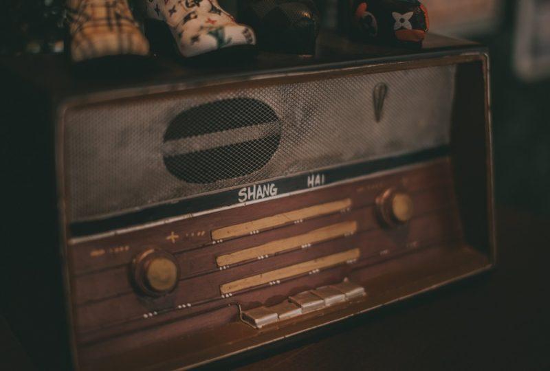 Aparato antiguo de radio