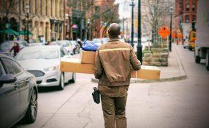 [Hablemos de empresas] ¿Hay espacio para crecer? El 'ecommerce' impulsa el sector postal