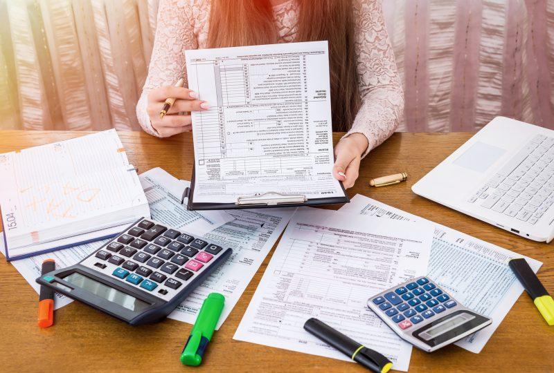 Calcular el IRPF y el IVA de una factura